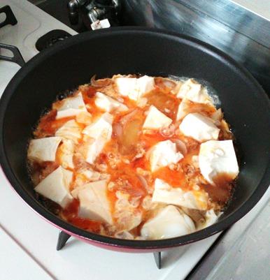 豆腐丼の作り方④たまごでとじます