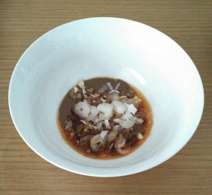 担々麺のスープの準備