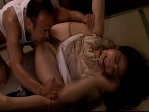 昭和の三十路熟女妻が大家の絶倫オヤジに無理矢理犯されるhitozumanet