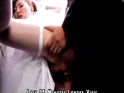結婚式の最中にも義父とセックスをしまくるド淫乱美人妻!夫が寝ている隣でおまんこをハメハメしてるひとずま動画