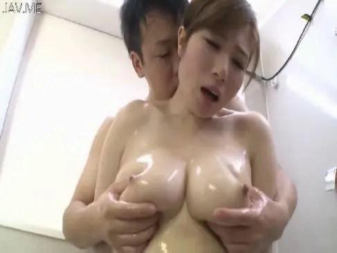 癒し系美巨乳美人妻が旦那とお風呂で濃厚な夫婦生活をして全身びしょ濡れなひとずま動画無料あげ