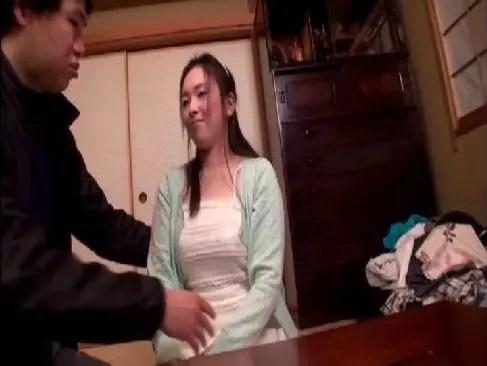 可愛くて大人しそうな美巨乳人妻が刺激的なセックスで不倫に目覚めるひとずま動画ask
