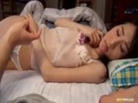 義息のデカチンに歓喜する美巨乳美人妻のひとずま動画像