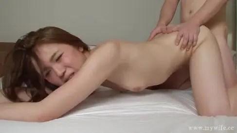 可愛い感じの貧乳な若妻とまったり濃厚なエッチに敏感に反応しながら悶える人妻動画