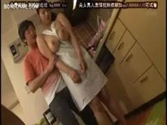 爆乳美人妻が裸エプロンでセックスしてるひとずま動画像
