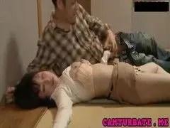 泥酔した美乳若妻が昏睡レイプされてるひとずま動画