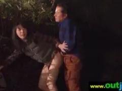 野外で他人棒に犯される三十路美熟女妻のひとずま動画