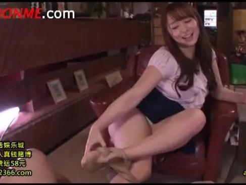 元芸能人でリアル人妻の人気AV女優白石茉莉奈が尻コキ抜きやパイズリしてくれるひとずま動画