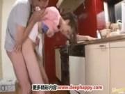 自宅でレイプされる長身美人妻のひとずま動画