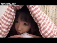 お兄ちゃんの布団に潜り込んで朝立ちチンポをフェラチオする激カワ美少女のいけない関係動画