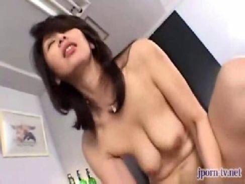 熟年夫婦になり愛が冷めた五十路熟女妻が隣人と毎日のように不貞セックスをしておまんこを濡らすおばさんの動画50代無料