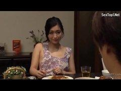 裸エプロンで夫の同僚を誘惑する妖艶な美人妻が抜けるひとずま無料 kyokonn nu-sa