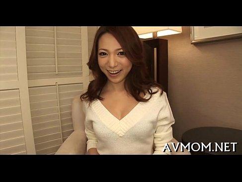 新婚なのに内緒でポルノ撮影するギャル系美人妻がデカチンに大興奮なhitozuma69.net