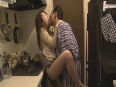 義父と台所で毎晩セックスしてる色白美巨乳美人妻がエロ過ぎるひとずまえすて