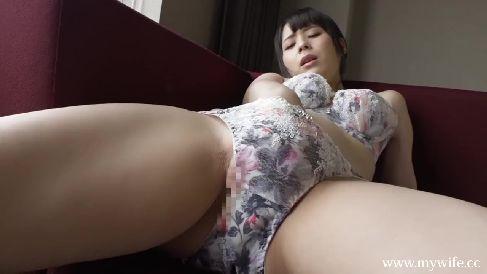 可愛い人妻がAV撮影に応募して来てホテルでオナニーや濃厚なセックスをするひとづま動画