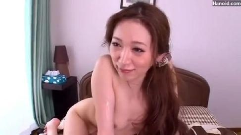 スタイル抜群な美人妻が寂しさで自慰行為して男と激しく絡み合い悶えるセックス動画