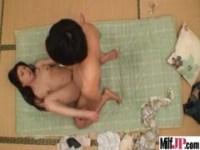美乳美人妻の汗だくセックスを覗き見するひとずま動画