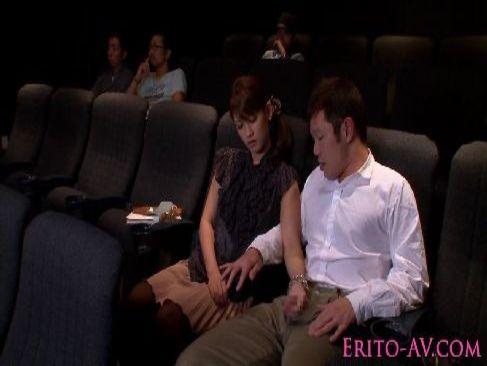 映画鑑賞中に夫婦のいとなみを始めるド淫乱な可愛い若奥様が抜けるひとずまパラダイス