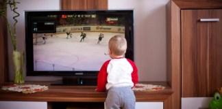 Ilustrasi anak sedang menonton TV