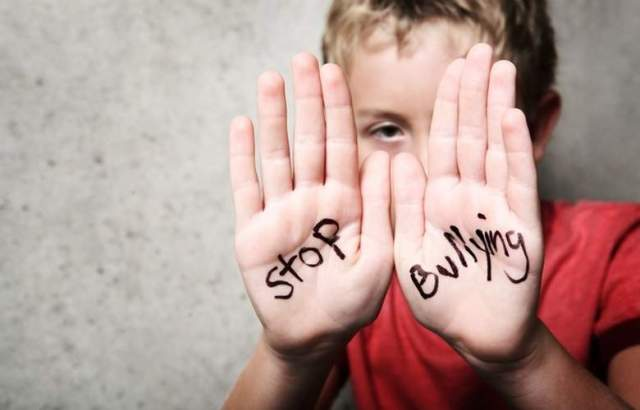 (Stop Bullying - iyaa.com)