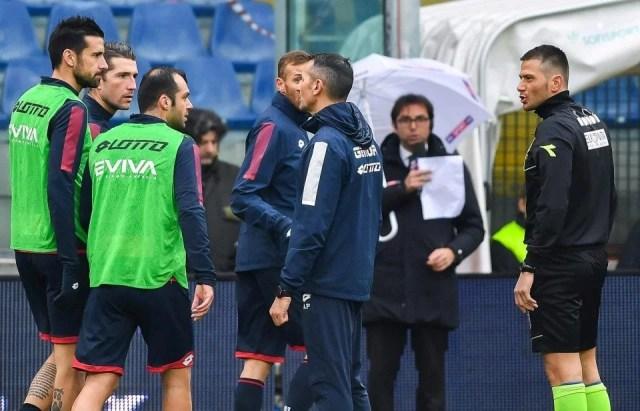 (Para pemain Genoa kaget saat mendengar kabar Davide Astori Meninggal - Photo: Getty Images)