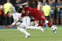 Salah dan Ramos saat berduel di Final Liga Champions 2018. Image: Daily Mail