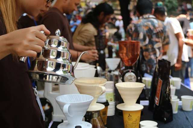 10.000 Cups Kopi dibagikan di Event Thousand Cups Coffee