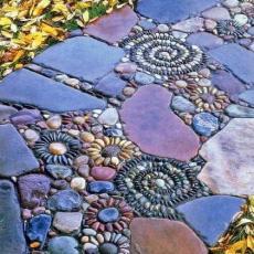 Романтична пътека от камъни