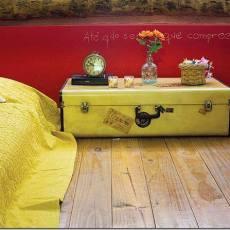 Куфар като акцент в спалнята