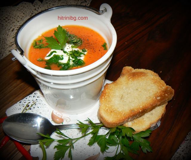 крем супа с препечени филийки