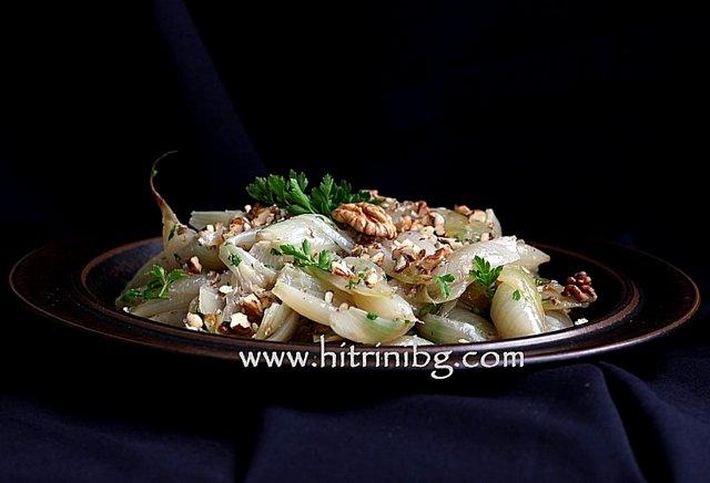 салата от печен лук и орехи