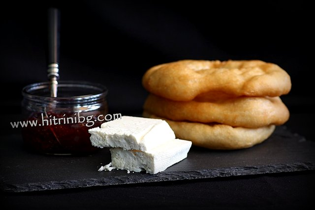 мекици от типово брашно със сирене