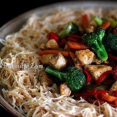 Пилешко с фиде и зеленчуци