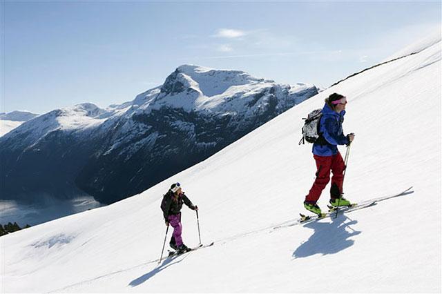 Skiing_in_Fjord_Norway_640