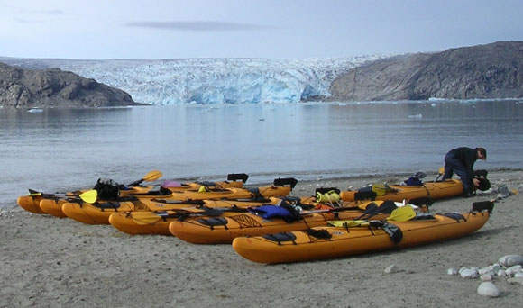 GRkayaks_onshore_and_glacie