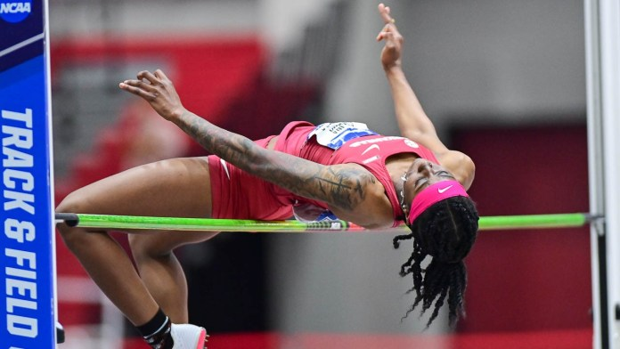 Arkansas qualifies eight for final day of NCAA Indoor Championship
