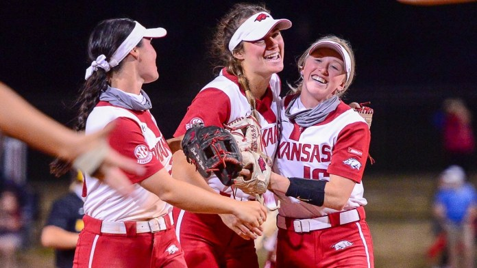 Hogs bats come alive to hammer Missouri, avoiding sweep