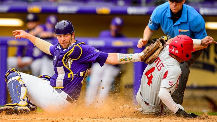 Hogs split doubleheader with LSU for seventh league series win