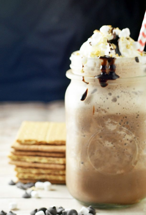 Simple s'mores frozen coffee recipe from Quirky Inspired