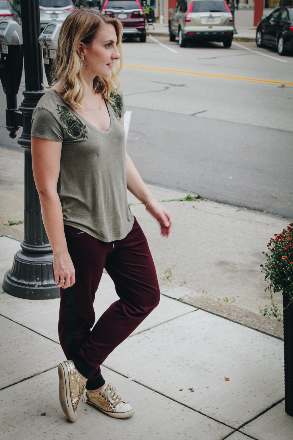 Fall fashion trend: Allyn Lewis styles a casual outfit with jogger pants for women