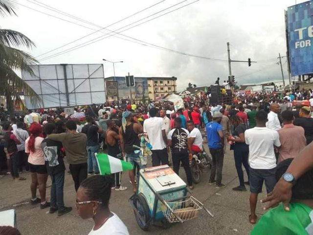 PH residents gather to protest till dawn   Hitvibz