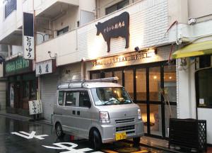 普通部通り近くで工事が進む「やながわ精肉店」の店舗(2015年9月10日撮影)