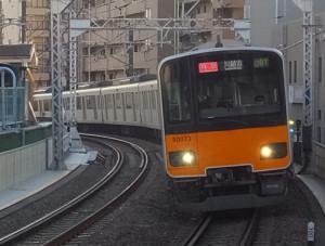 東武東上線や西武線に乗り入れる特急の多くに「Fライナー」という愛称がつく(写真は綱島駅で撮影)