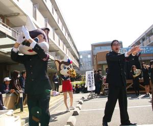 """""""應援指導部""""のマスコットキャラクター・ユニコン君とユニ子ちゃんも場を盛り上げます"""