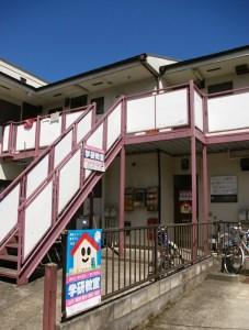 日吉下田教室は日吉駅からサンヴァリエ日吉ゆき「駒が橋」バス停から徒歩1~2分の場所、バス通り近くにある