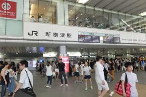 イベント開催日には多数の人が押し寄せる新横浜駅