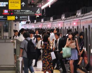 日吉駅は目黒線やグリーンラインとの乗り換え客が多いため、東横線側にも設置が急がれる
