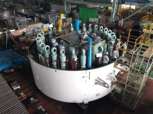「新横浜トンネル」(新綱島駅~新横浜駅間=3.3キロ)では、掘削するシールドマシン(掘削機)の製作が行われている(鉄道・運輸機構の発表資料より)
