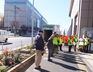2月13日午前に日吉駅前の新花壇完成披露式典が行われた(日吉駅前花壇花ポケット提供)