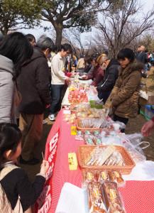地域活動支援センター「四季菜館」(綱島西3)による食品販売